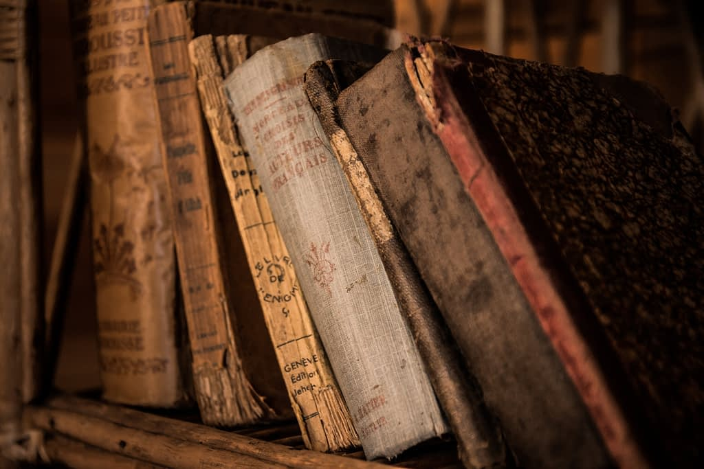 old books 436498 1024x683 - USE CASES